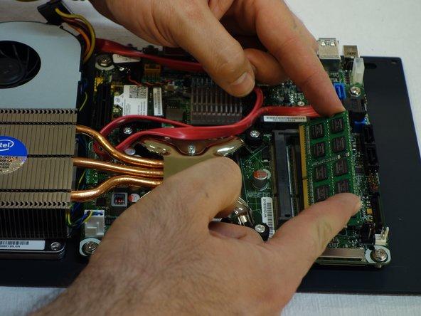 Sortir une barrette de son connecteur.