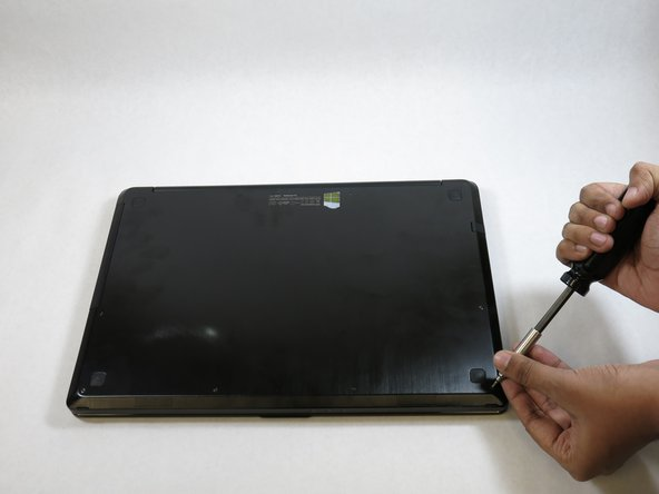 Use a T5 (Torx 5) screwdriver to remove the ten 3.0 mm Torx screws from the base plate of the laptop.