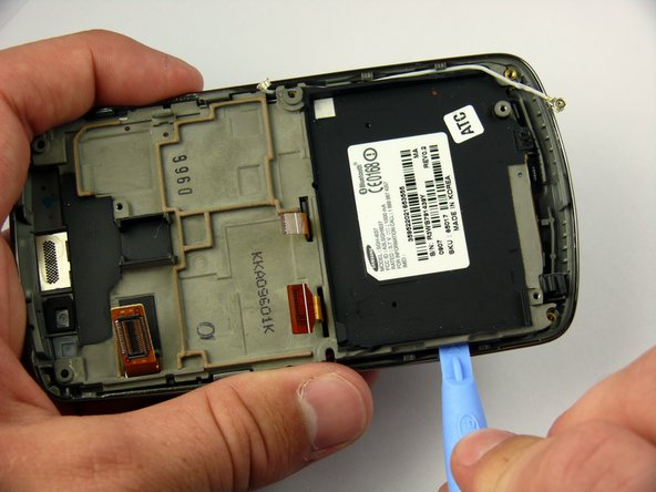 Insert the Plastic Opening Tool between the LCD frame and the front case of the phone.