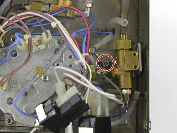Die Befestigungsschraube mit einem T25 Torxschraubendreher entfernen.