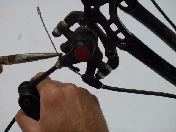 Tighten the screw on the desired location along the cable with the same 5mm allen wrench.