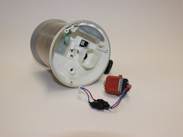 Remove the electromotor by hand.