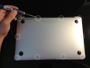 How to Turn on a MacBook Air With a Broken Power Switch