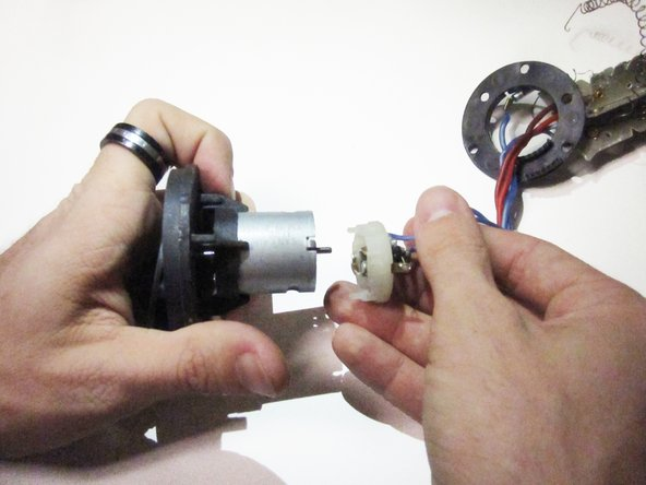 Remove the plastic cap from the motor,