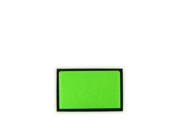Der pi-top wird in einer Box mit vier Schichten geliefert, welche durch Schaumstoff getrennt sind, der die wertvolle Fracht zu schützen soll - diese besteht hauptsächlich aus neon grünem Plastik.