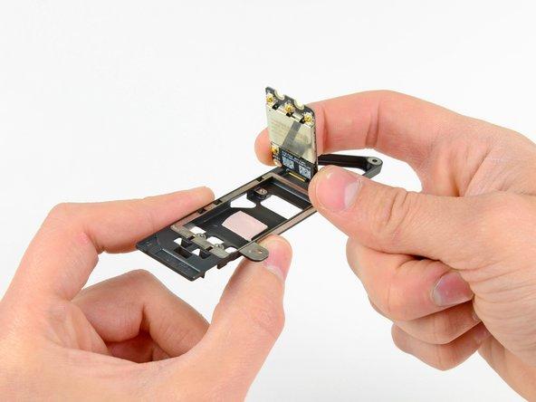 """MacBook Pro 15"""" Unibody Anfang 2011 AirPort/Bluetooth Karte austauschen"""