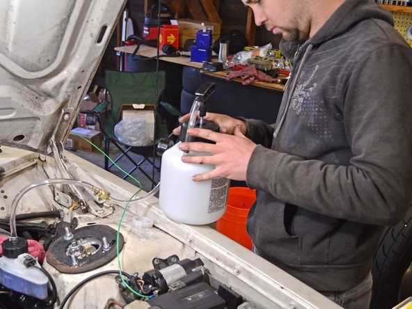 Image 1/3: Pressurize the Power Bleeder to 10 psi and check all connections for leaks.