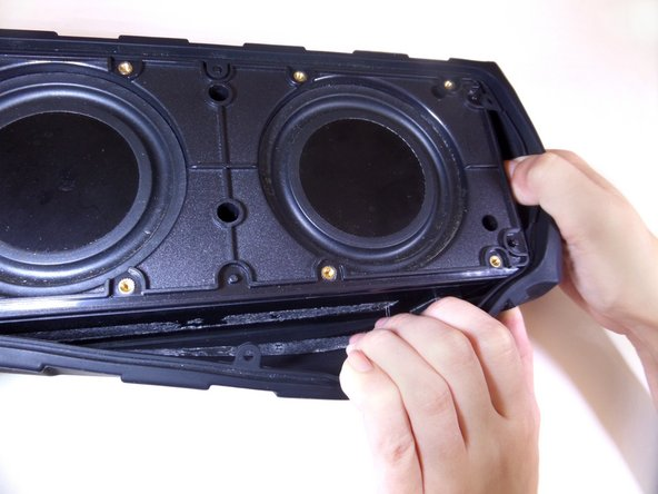 Pull off the rubber sleeve surrounding the speaker using your hands.