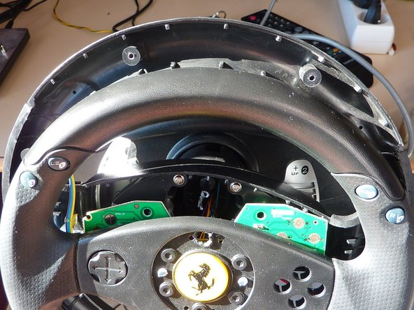 Disassembly the steering wheel (see the Disassembly Guide)