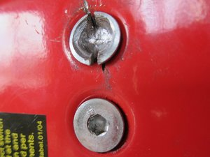 Rimuovere un bullone spanato con testa a brugola