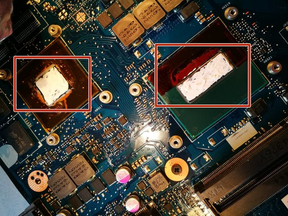"""Gently divide the thermal paste like on the picture, over the whole  """"metal"""" part of the chips."""