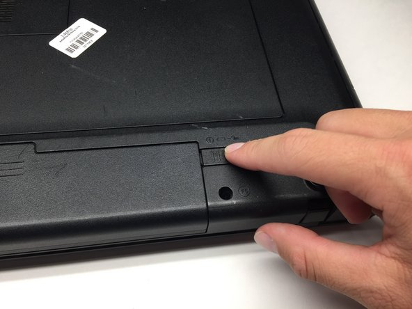 Image 1/3: Simultaneously slide the latch on the left outwards while pulling the battery towards you.