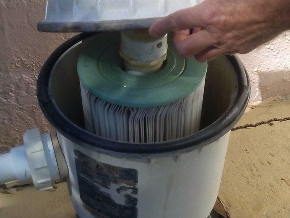 Remove the pump lid.