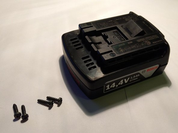 Once screws are removed, we´ll flip the battery back and gently remove the upper lid, revealing the surprising insides.