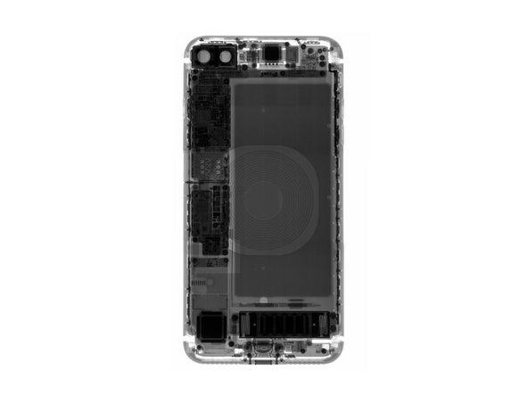 在经过X光的洗礼之后,我们在手机背面看到了一个令人眼花缭乱的螺旋—无线充电线圈—稍后再说吧···