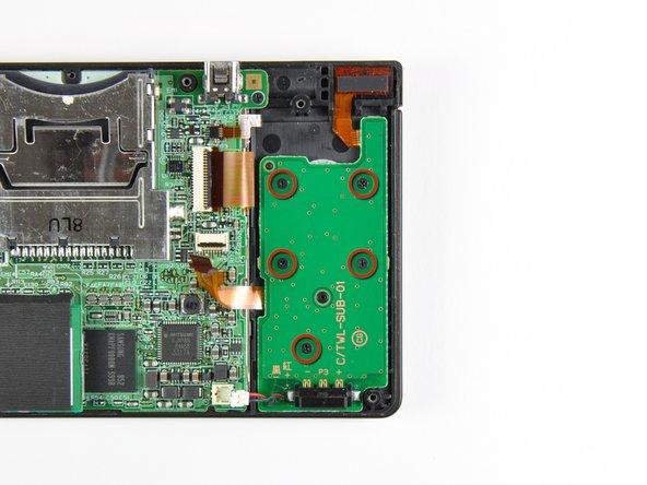 Retirez les cinq vis cruciformes Phillips de 2,6 mm fixant la carte alimentation au châssis de la DSi.