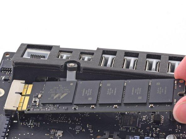 "iMac Intel 21,5"" EMC 2805 Blade SSD austauschen"