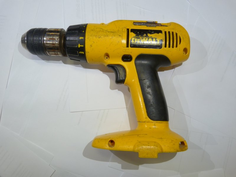 how to use dewalt drill