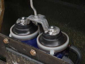 Repairing Mercedes W123 Door Lock Vacuum Actuator, Early Style