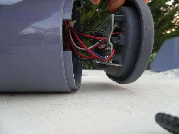 Image 3/3: Insert a flat screwdriver between the cover and the base of the engine and remove the cover.
