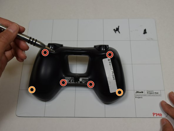 Use a T6 screwdriver to remove the six screws from the back of the controller: four 0.9 mm screws and two 0.1 mm screws.