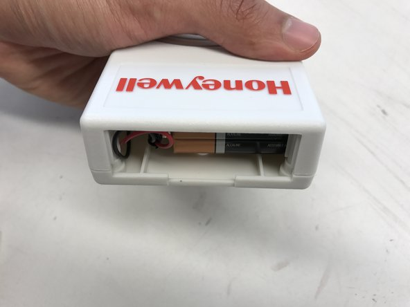 Image 2/3: Disconnect the 9V battery connector from the battery