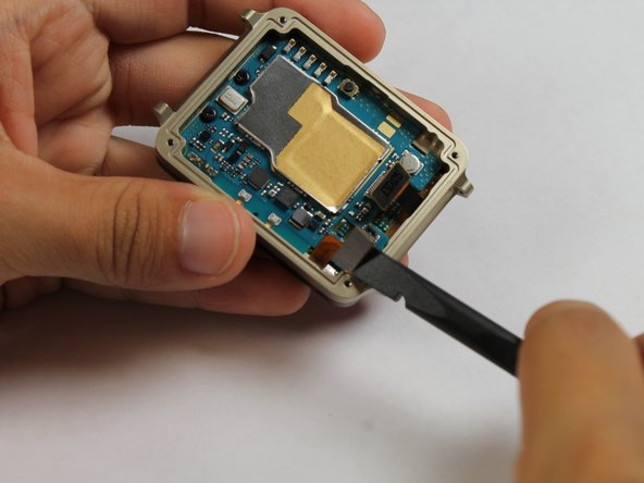 Now use the spudger to disconnect the digitizer connector.