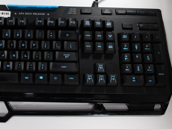 Ziehe das Anschlusskabel vom Computer ab.