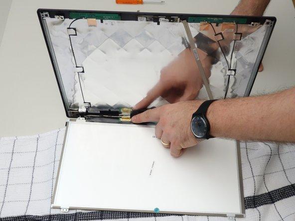 Repérez le connecteur de l'écran LCD.