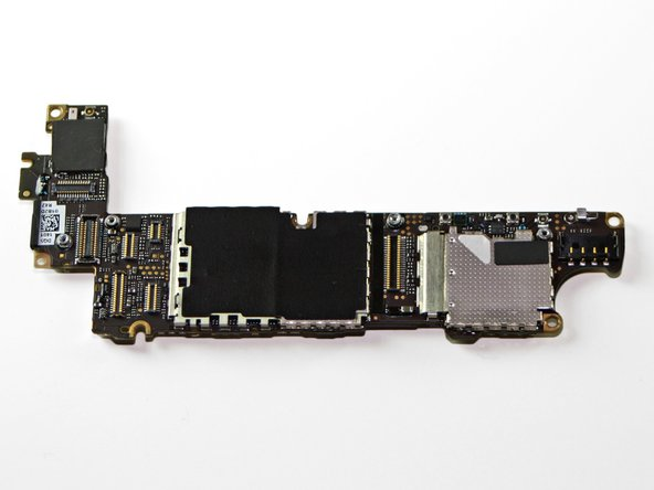 Image 1/1: The iPhone 4S logic board bears a close resemblance to its [guide|4693|stateside CDMA counterpart|stepid=21249]. Once those EMI shields are off, though, we'll have a better idea of where the similarities stop.