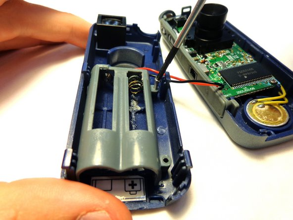 Remove the battery compartment from the case of the device.