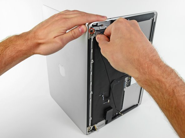 Image 1/1: Remove the last 4.9 mm T8 Torx screw securing the display to the upper case.