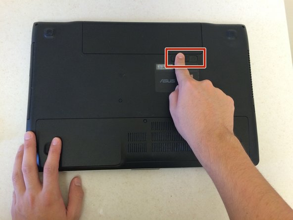 To prevent data loss, make sure the laptop has fully shut down before removing the battery.
