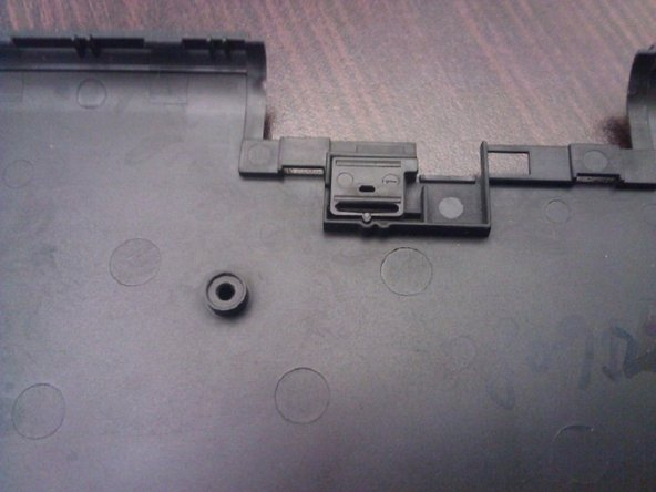 Fit the lock/unlock switch into the slot in the back case before attaching the case to the motherboard.