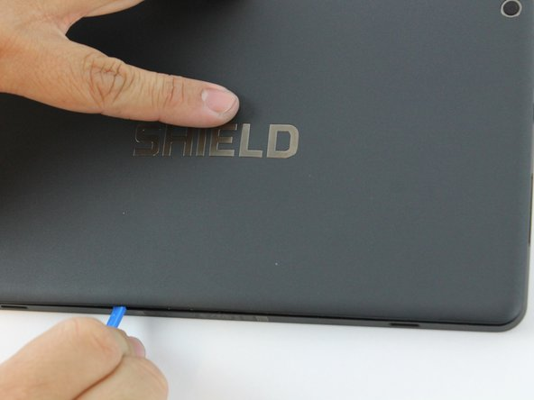 Continue lifting up the panel all the way around the edges of the tablet.