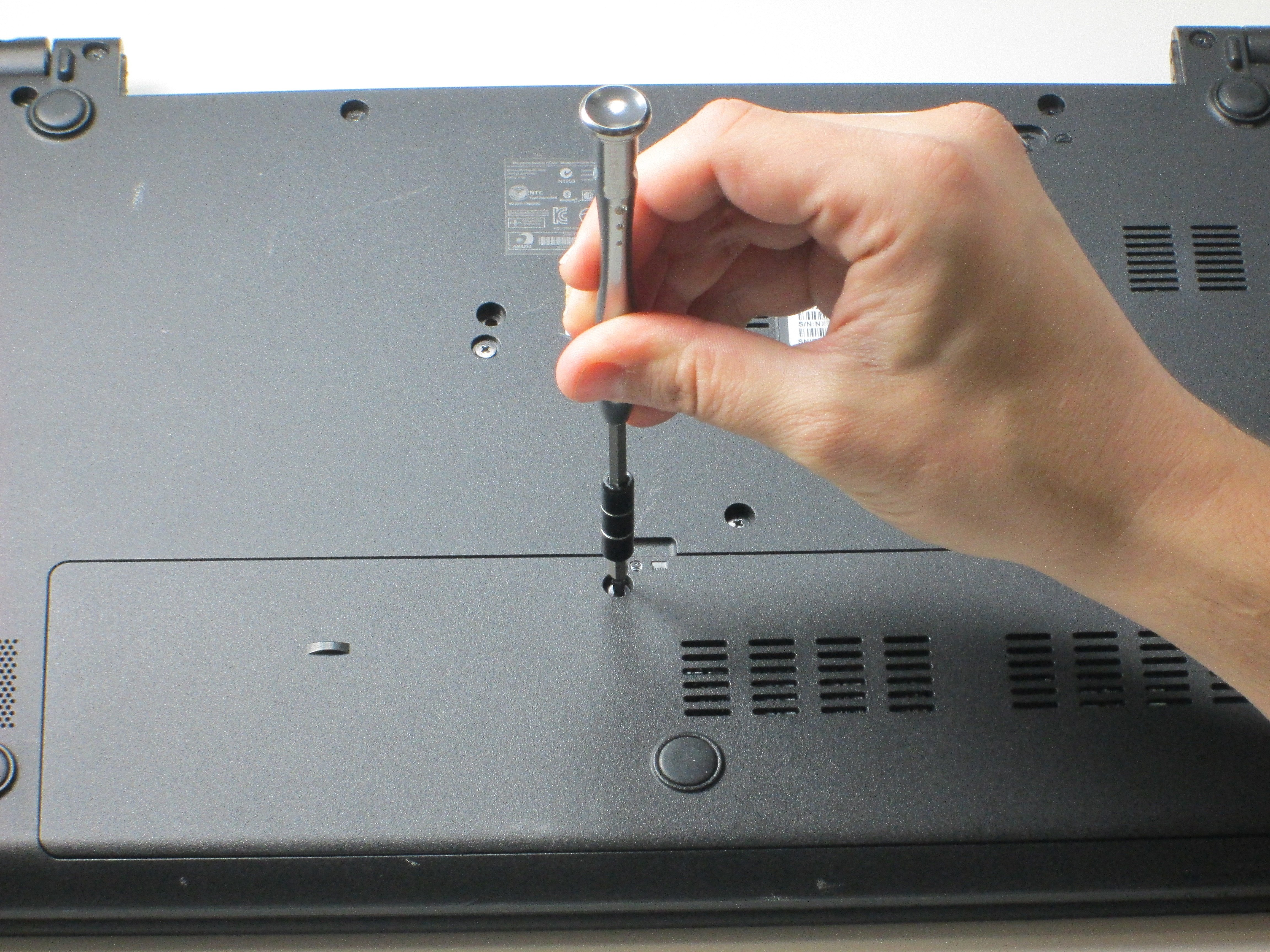 ACER Aspire E1-572-6870 Back Panel Disassembly - iFixit Repair Guide