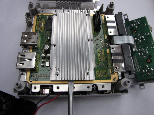 Now use anything flat and durable to carefully lift up the heatsink by putting it under the aluminium and using it gently as a lever.