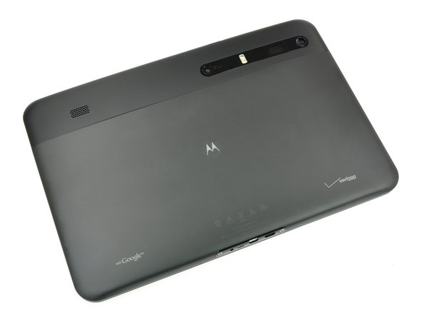 Geared as the first true rival to Apple's iPad, the Motorola Xoom runs on Verizon's 3G (soon to be 4G LTE) network and is offered in a WWAN/Wi-Fi combo only.