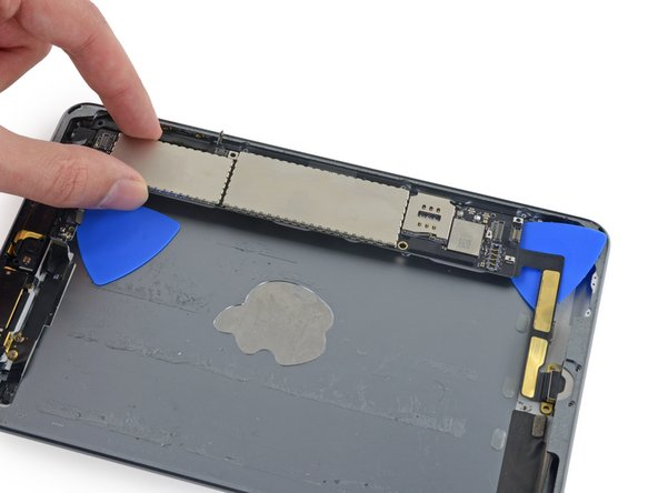 Image 1/3: Remove the logic board from the iPad.