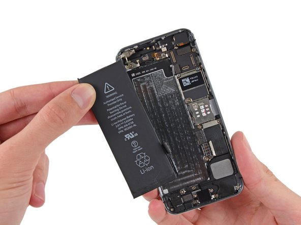 Image 2/2: Be extremely careful if the battery appears damaged or swollen. If the battery shows any sign of bubbling, bulging, melting, or discoloration, gently remove it and place it in a fireproof (glass, ceramic, or metal) container for transportation to a battery recycling facility.