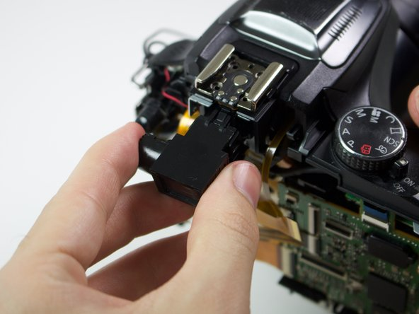Image 2/2: Removing the viewfinder requires a strong, yet steady pull.