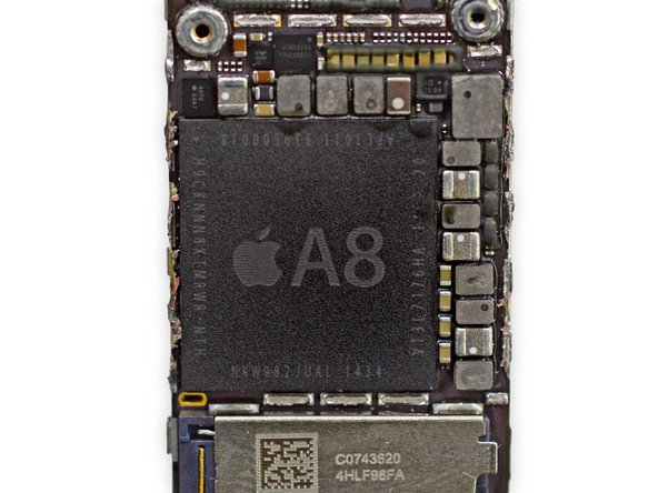 Apple A8 APL1011 SoC + SK Hynix RAM con marchio H9CKNNN8KTMRWR-NTH (presumiamo si tratti di 1 GB di RAM LPDDR3, come nell'iPhone 6 Plus)