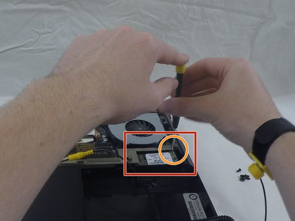 Image 1/2: '''Removing the Drive:'''