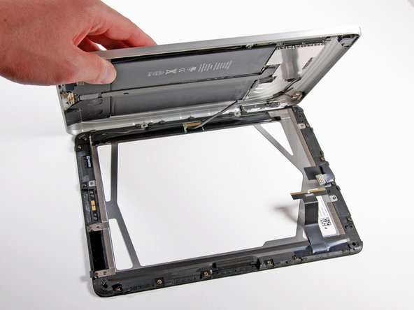 Image 1/2: The display assembly and rear case assembly are each 350g. Talk about 50/50 weight distribution.