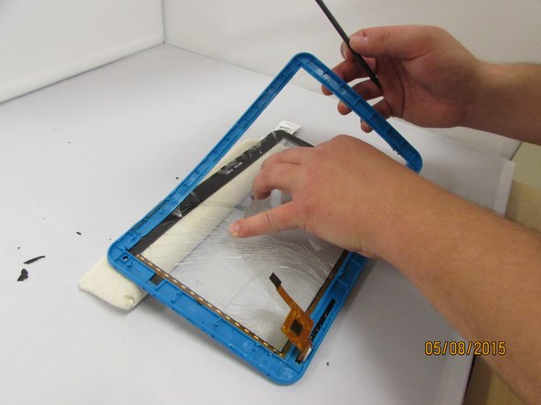 Image 2/3: using the spudger, slowly and gently work around the edges, removing the touchscreen.