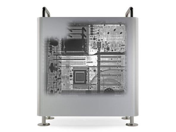 Antes de que lo derribemos, pedimos a nuestros amigos de Creative Electron que introduzcan nuestro Mac Pro en su equipo de rayos X.