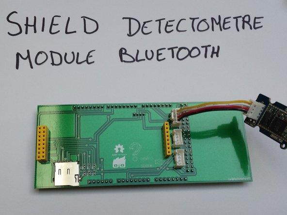 Préparez le shield Detectomètre et connectez le module Bluetooth sur l'entree nommée ainsi