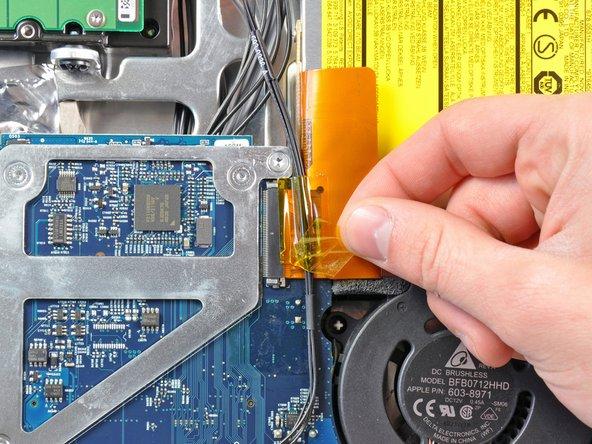 """Installazione dell'unità ottica nell'iMac Intel EMC 2111 da 24"""""""