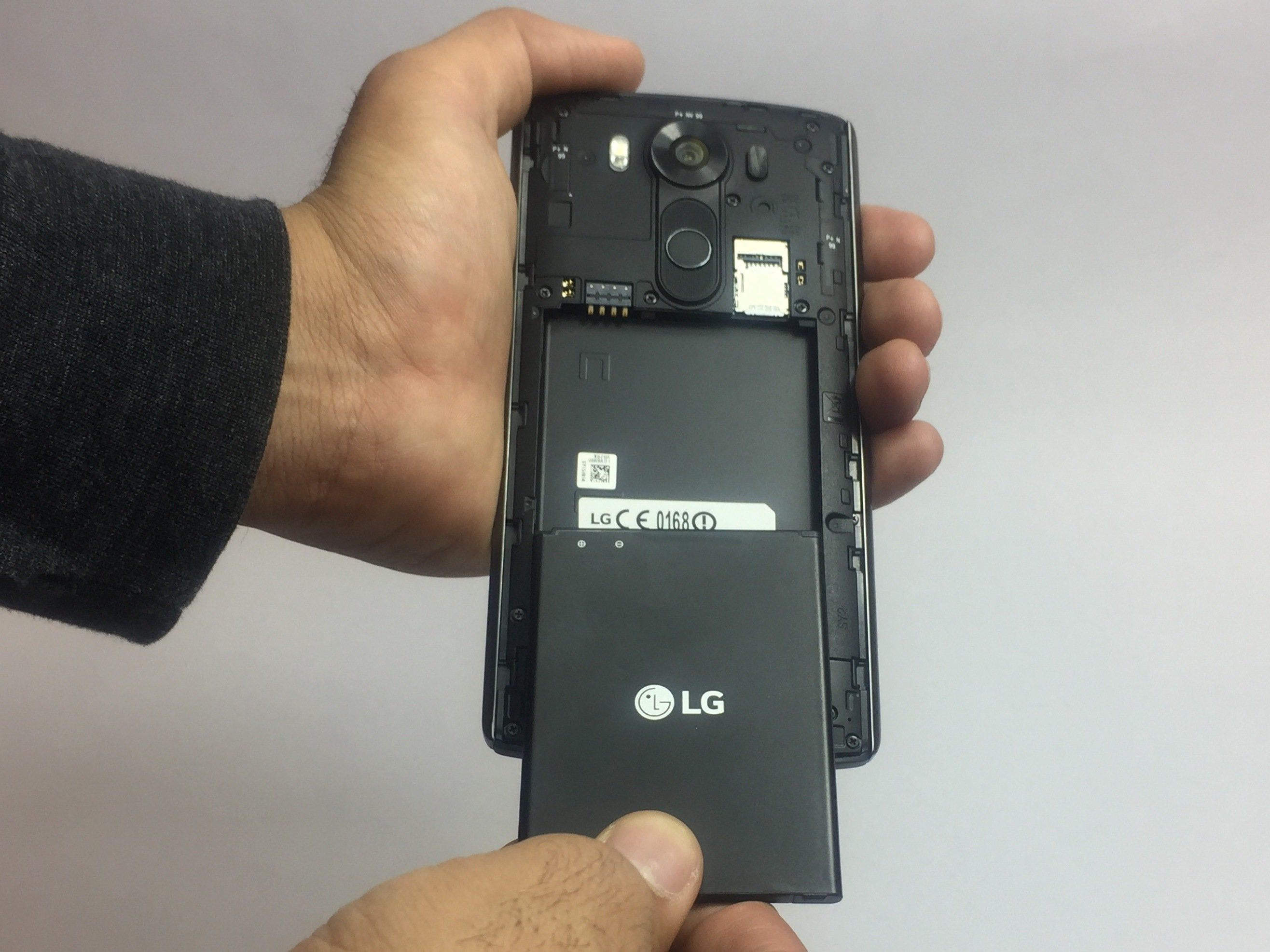 premium selection e1969 b5f73 LG V10 Battery Replacement - iFixit Repair Guide