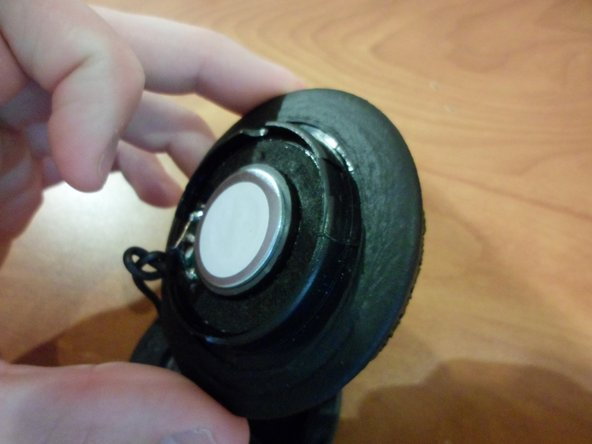After the speaker cover has been removed, hold the edge of the speaker ear-pad with fingers.